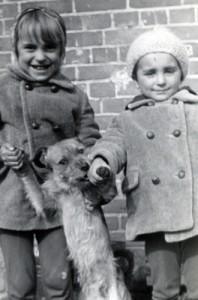 Na zdjęciu ja, siostra Renata i pies Kajtek (ten najniższy).